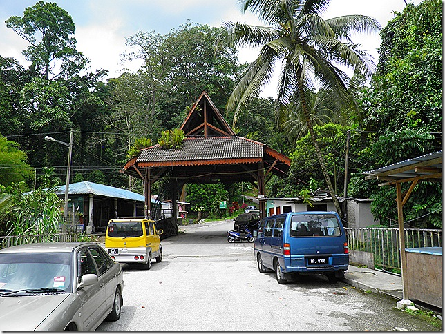 Entrance Gate to Mimaland Road