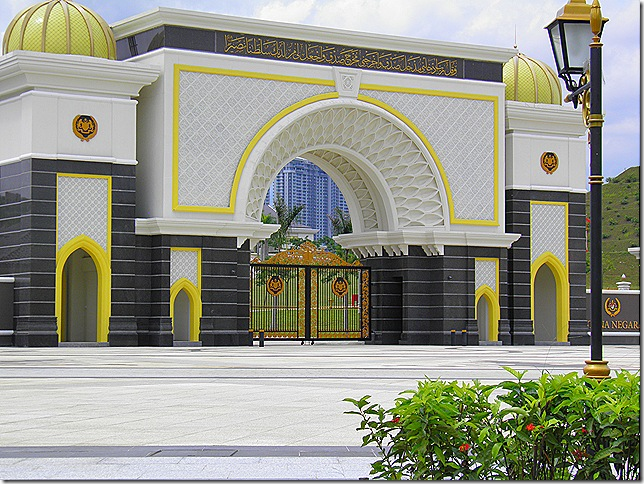 The entrance gate to the new Istana Negara.