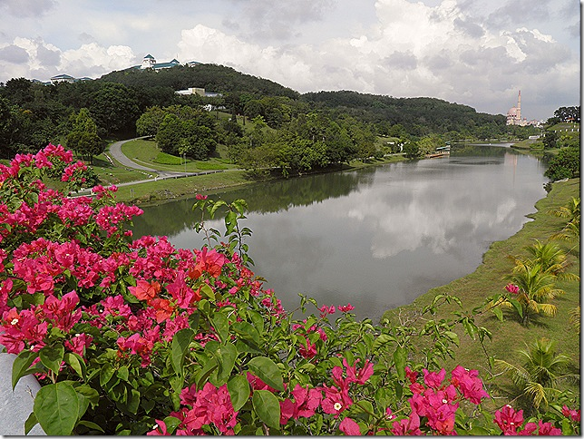 Taman Wawasan with the Ministry of Foreign Affairs on the hilltop.