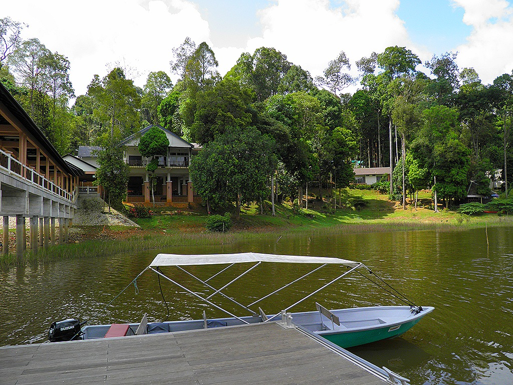 Tasik Chini Malaysia  city photos : The Lake Chini Resort itself looks a reasonable place to stay. The ...