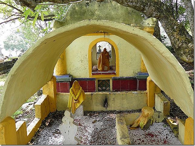 Muslim tomb at Bukit Serindit