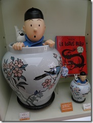 Figurines from Le Lotus Bleu in the Tokyo Tinitin shop.