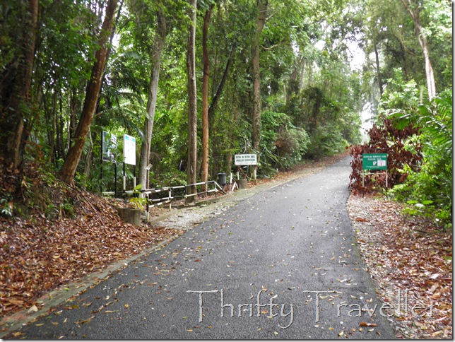 Turn left here to go to Pulau Masjid Beach