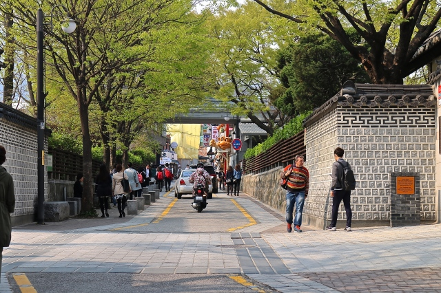 Approach to Bukchon Hanok Village